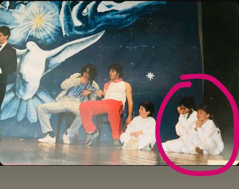 La China Suárez en el colegio, en su debut en los escenarios