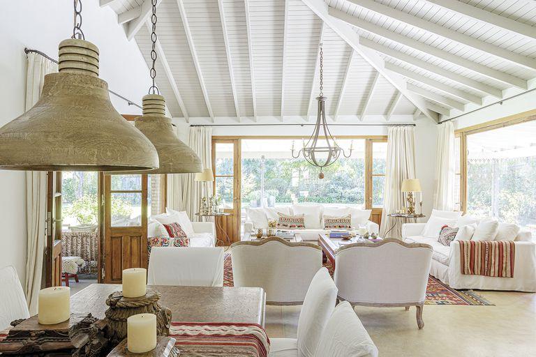 El personal hogar con aire de campo que cuenta la historia familiar de una decoradora