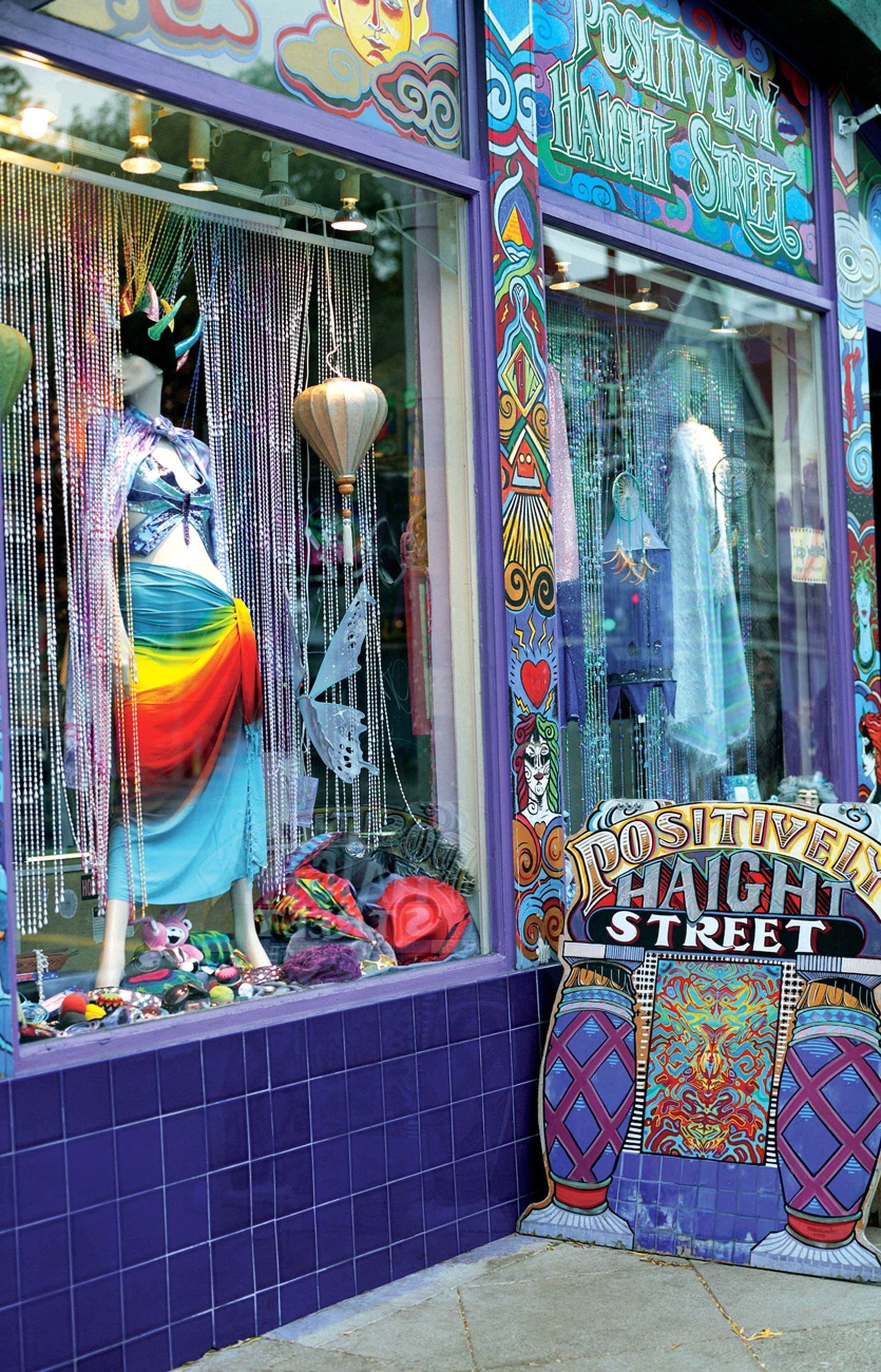 Caminá por la calle Haight, un símbolo del movimiento hippie de los 60.