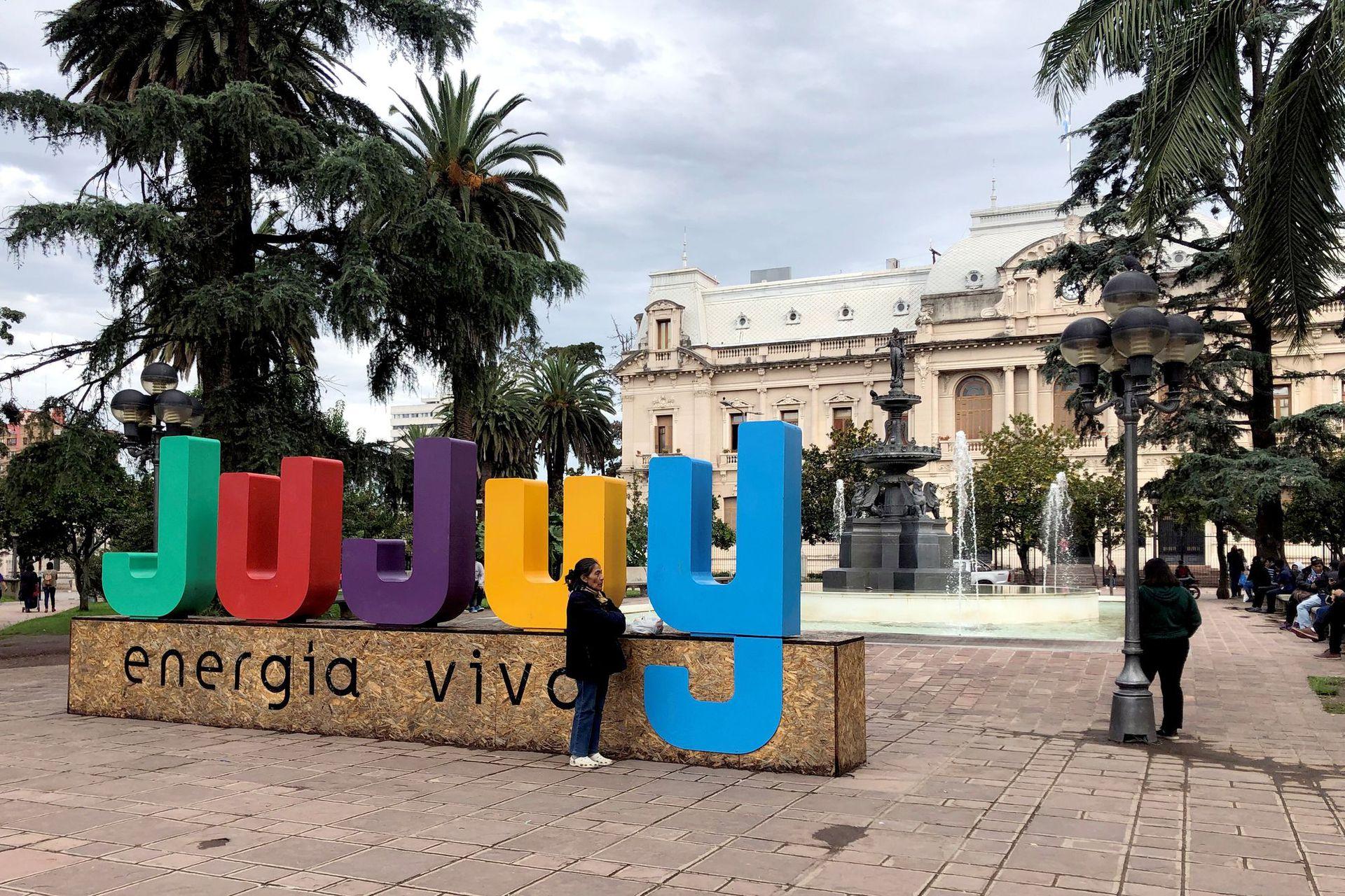 La plaza frente a la casa de gobierno provincial, en San Salvador de Jujuy
