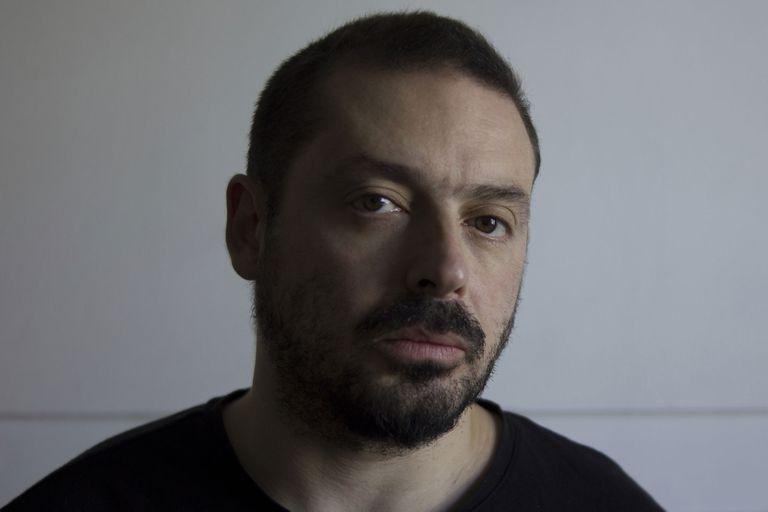 Hernán Rosselli le contó a La Nación por qué eligió la historia de Oscar Brizuela para su documental La Casa del Teatro