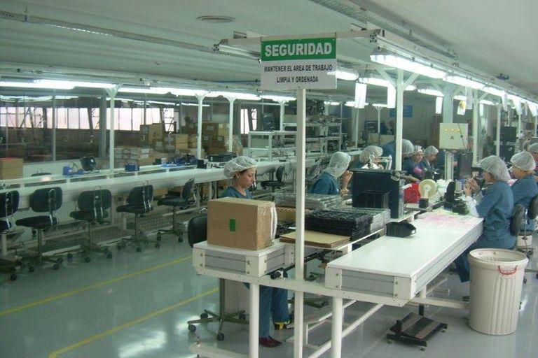 Una planta de producción de teléfonos en Tierra del Fuego