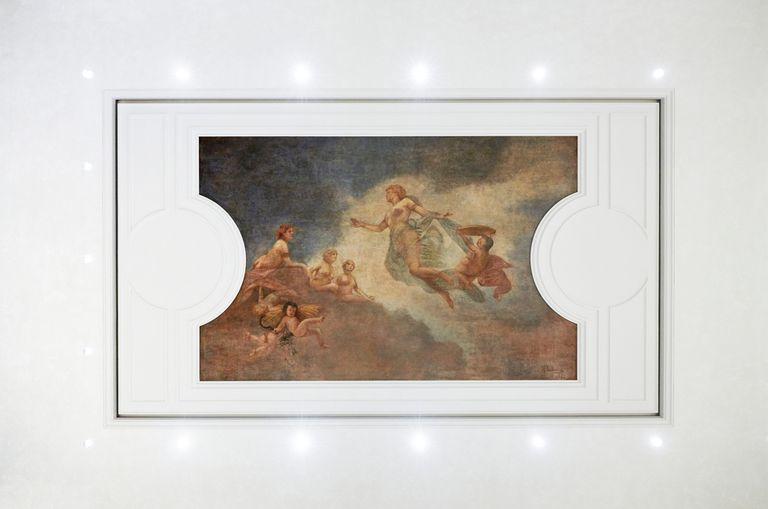 """""""Alba"""" (Amanecer), uno de los frescos que pueden contemplarse en el nuevo Apple Store del Palazzo Marignoli de Roma, pintado a principios del siglo XX por el pintor Fabio Cipolla"""