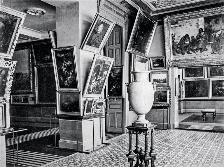 La sala 8 en el Bon Marché, en 1906: La sopa de los pobres está sobre la abertura de la puerta