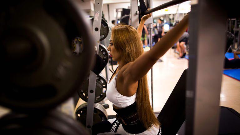 Yuri Yasui trabaja en un gimnasio, en Tokio
