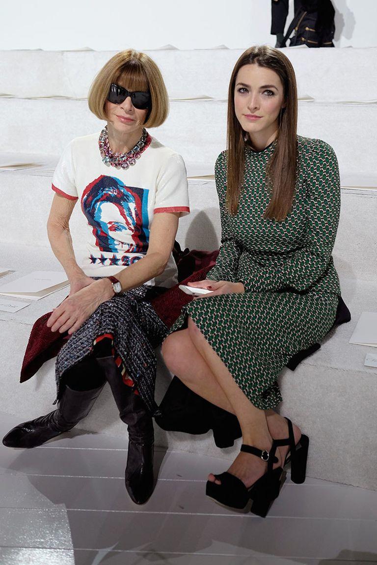 Anna Wintour con la estampa de Hillary Clinton en una remera diseñada por Marc Jacobs