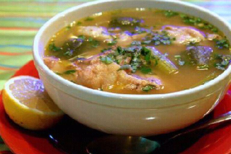 La clásica sopa de pollo y verduras es rica en calorías