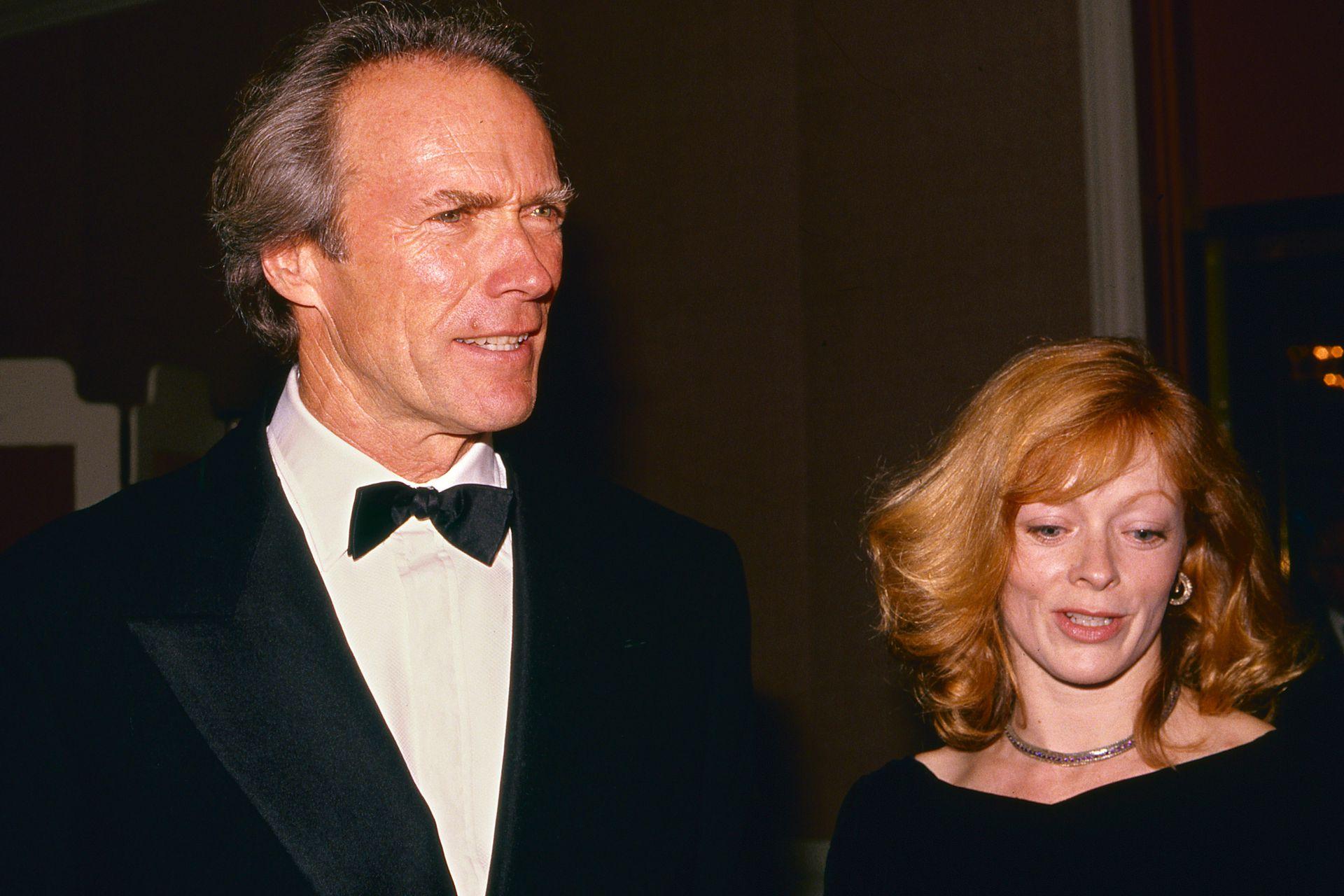 Clint Eastwood junto a la actriz Frances Fisher, de quien se enamoró durante un rodaje de Pink Cadillac