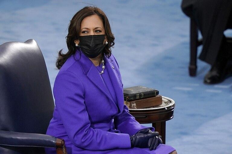 La paleta del azul demócrata estuvo presente en los looks de las dos mujeres protagonistas: Jill en color océano y Kamala en un violeta azulado