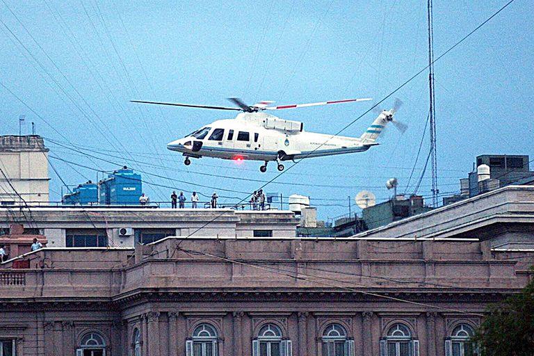 El helicóptero que se llevó a De la Rua luego de firmar su renuncia en la casa de Gobierno