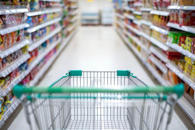 Supermercados: obligan a identificar con un cartel el producto más barato