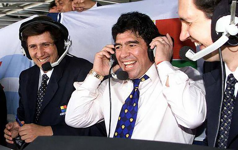 Relatando Argentina 1 vs. Países Bajos 2, en el Mundial Francia '98, con Juan Pablo Varsky y Diego Maradona como comentaristas.