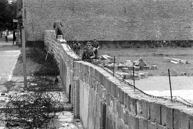 Cómo se levantó el Muro de Berlín: el símbolo de la Guerra Fría que dividió al mundo