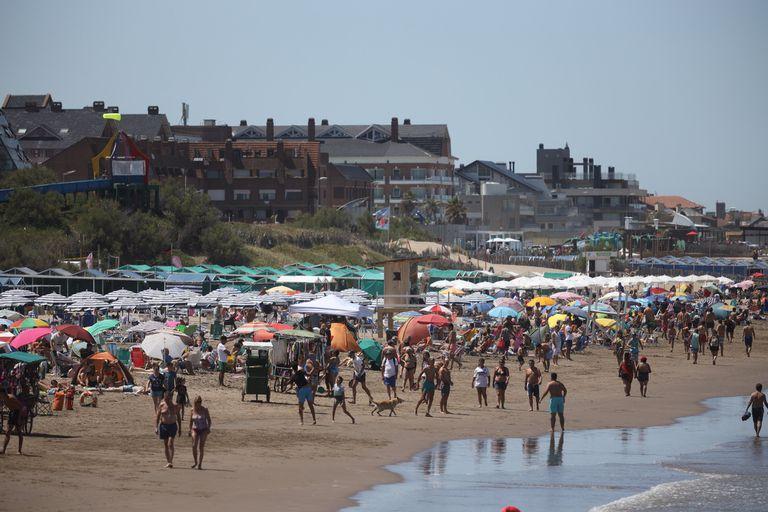 Las playas llenas se convirtieron en una constante de Pinamar este verano
