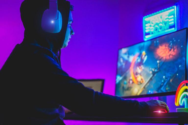 Twitch sirve para realizar transmisiones en vivo y su público de mayor interés está compuesto gamers, jugadores de videojuegos
