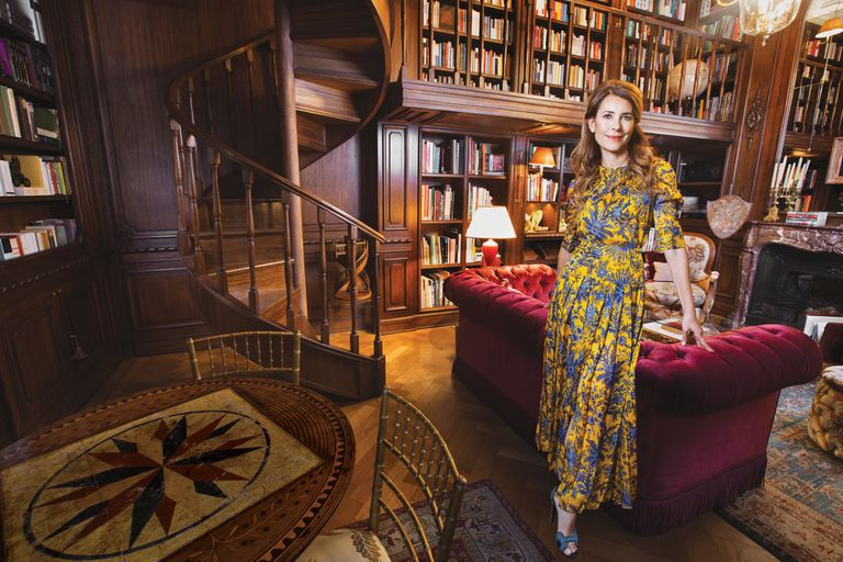 Adriana Batán de Rocca está casada con Lodovico Rocca, heredero de una de las familias más poderosas del país. Ella forma parte del board de Amigos de Bellas Artes y del Peggy Guggenheim Museum de Venecia, donde le pone su corazón y su estilo único a su pasión por el arte.