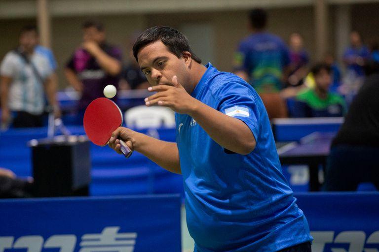Es argentino, tiene síndrome de Down y es campeón mundial en tenis de mesa