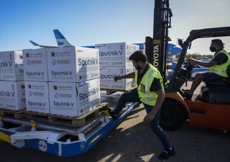 Más de 15 vuelos de Aerolíneas Argentinas fueron a Rusia a buscar dosis de Sputnik V; llegaron más de 11 millones de vacunas