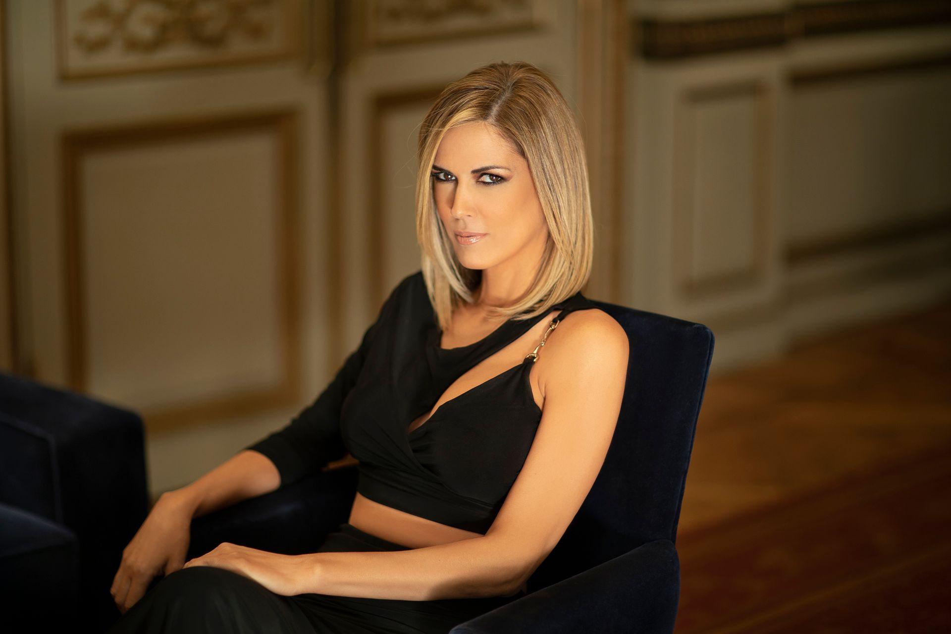 """Viviana Canosa dice que no tiene nada que aclarar sobre aquél rumor que la vinculaba sentimentalmente con el presidente: """"Eso sí, espero que esto no me baje los candidatos reales"""", cuenta entre risas"""
