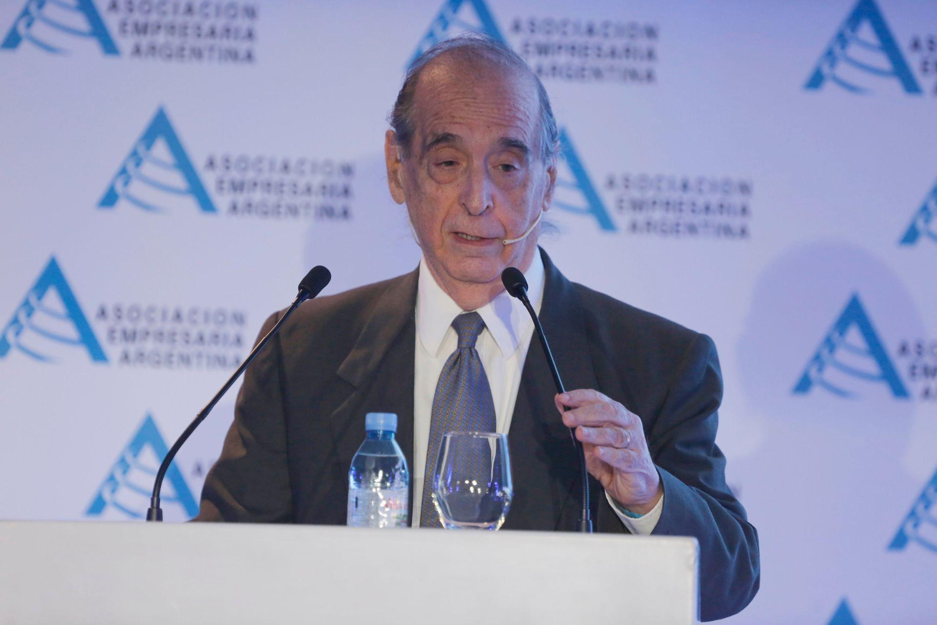 El economista Ricardo Arriazu, en la reunión de AEA