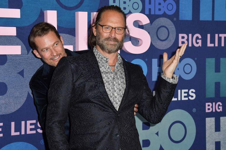 A las escondidas. Los actores James Tupper y Jeffrey Nordling se divirtieron posando para los fotógrafos
