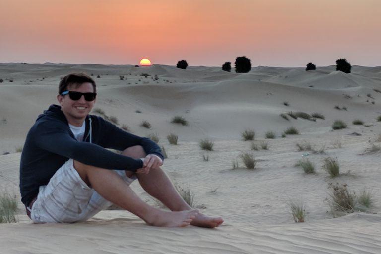 Thomas María Amaral en el desierto, en Dubai