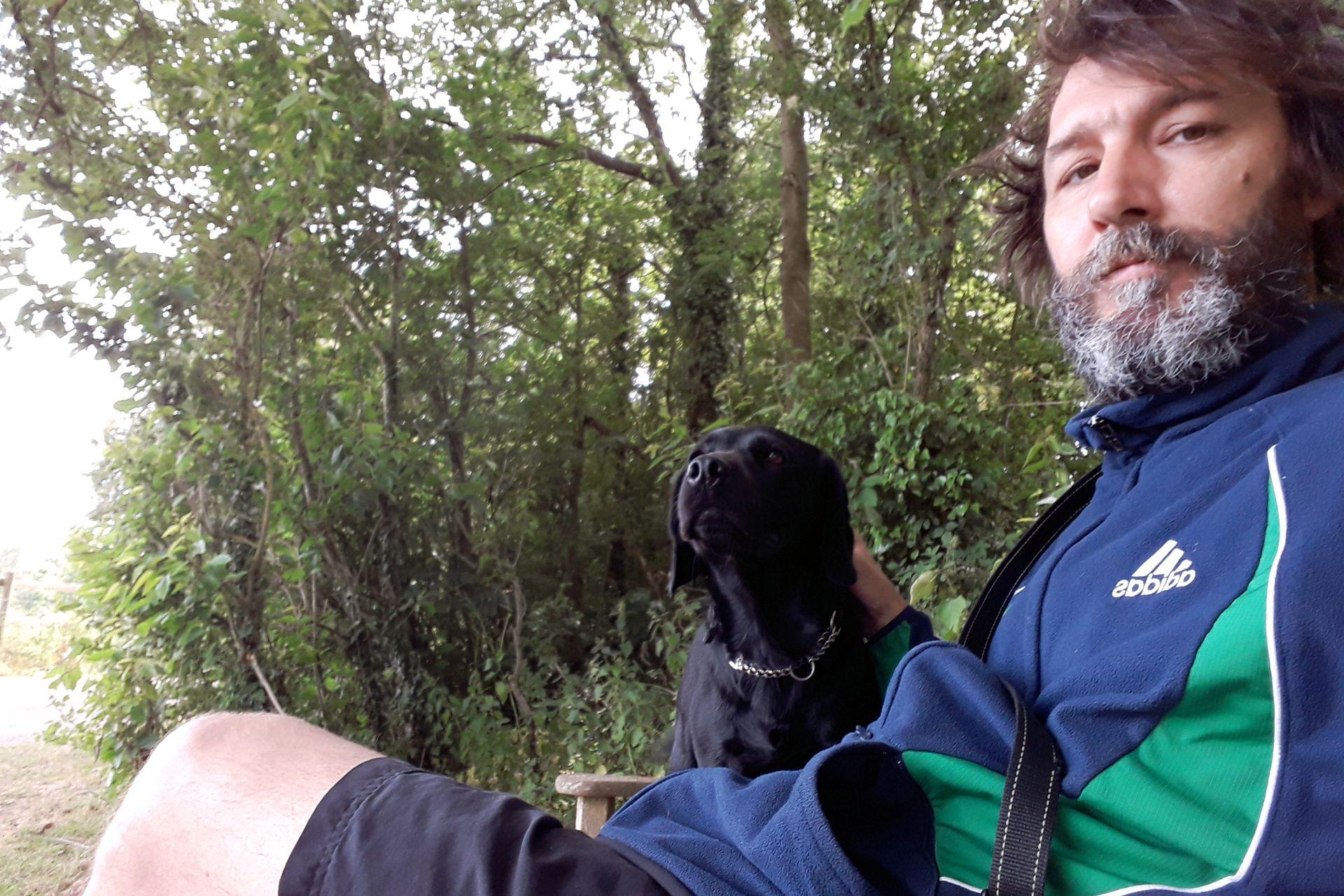 Martín encontró una calidad humana increíble. Se hizo amigo deUnoode Namibia, de Lorenz, Andrea, Pereyra, Leopoldo, y Joaquina, que vive en LaLínena. Aunque un perro, Obi, es su mejor amigo.