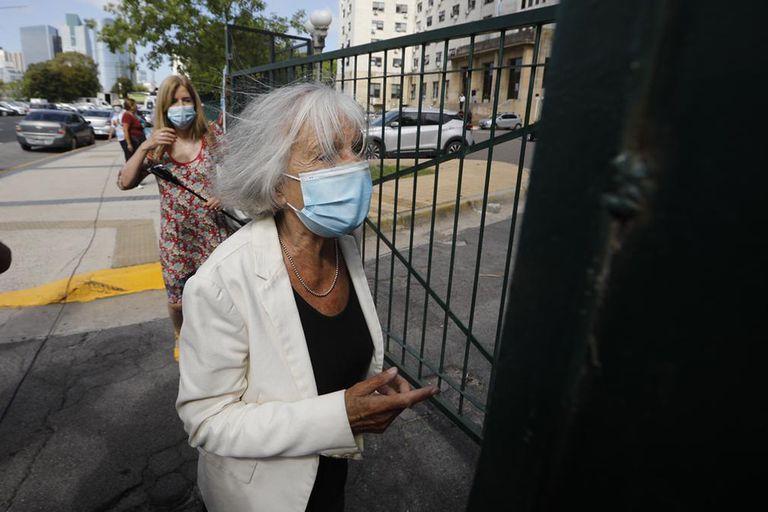 Esta mañana, Beatriz Sarlo llega a Comodoro Py para declarar en el marco de una investigación por las vacunaciones vip