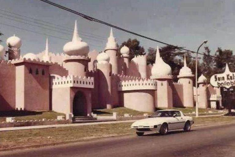 Antiguamente, donde hoy está la Feria Persa funcionaba un boliche bailable llamado Sain Kaleh