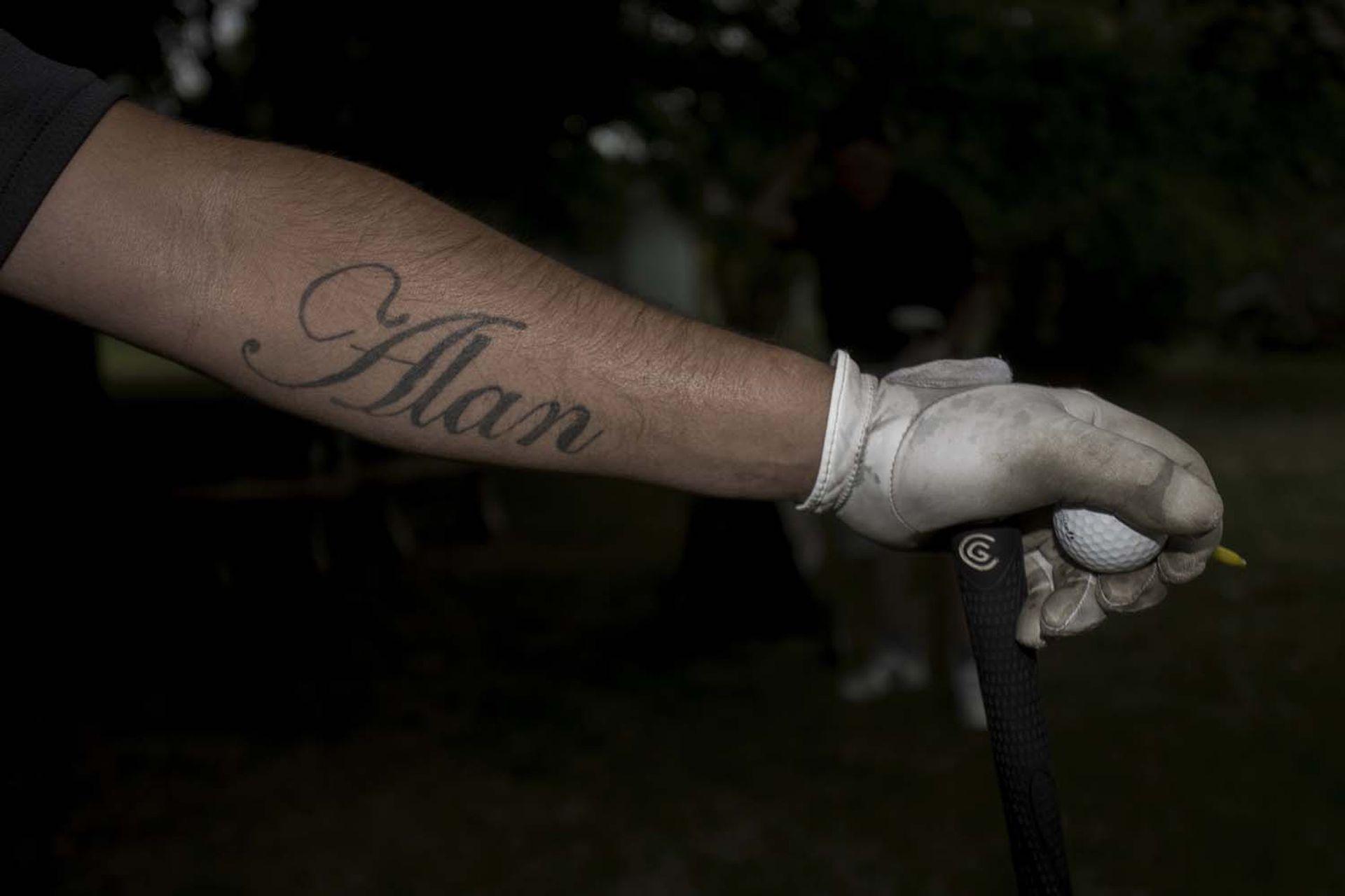 """El brazo de Javier """"El Mula"""" Farías lleva el tatuaje de uno de sus hijos."""