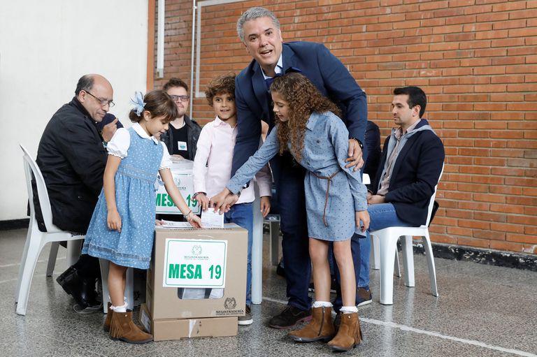 Elecciones en Colombia: Duque parte como favorito en el ballottage