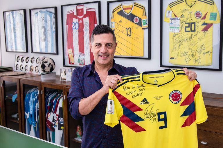 Wainer y la camiseta dedicada por Radamel Falcao