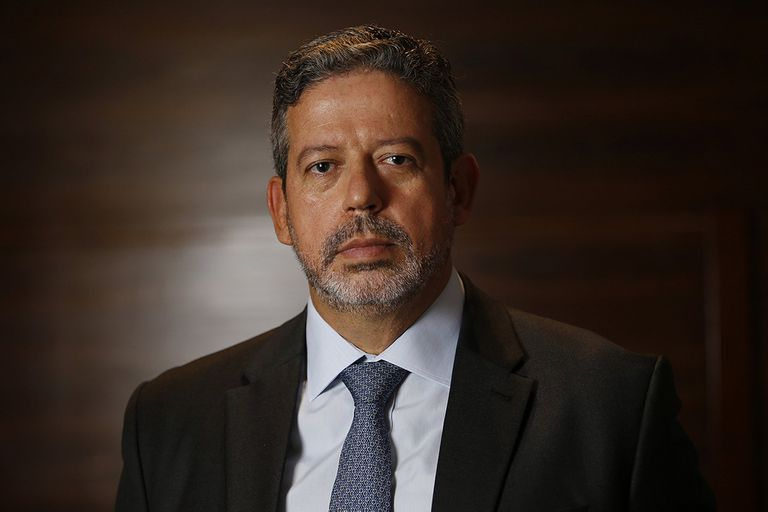 Quién es el hombre que tiene en sus manos el destino de Bolsonaro