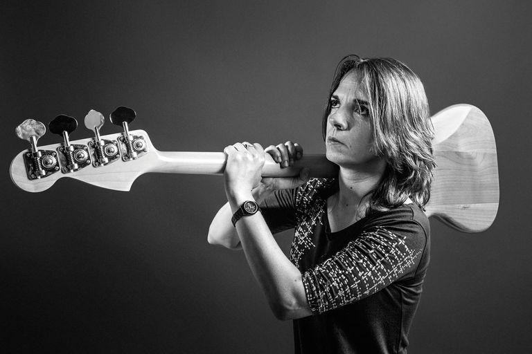 Gaby Martínez, la mujer del bajo en Las Pelotas, habló de su carrera en la música y de cómo el rock la ayudó a plantarse