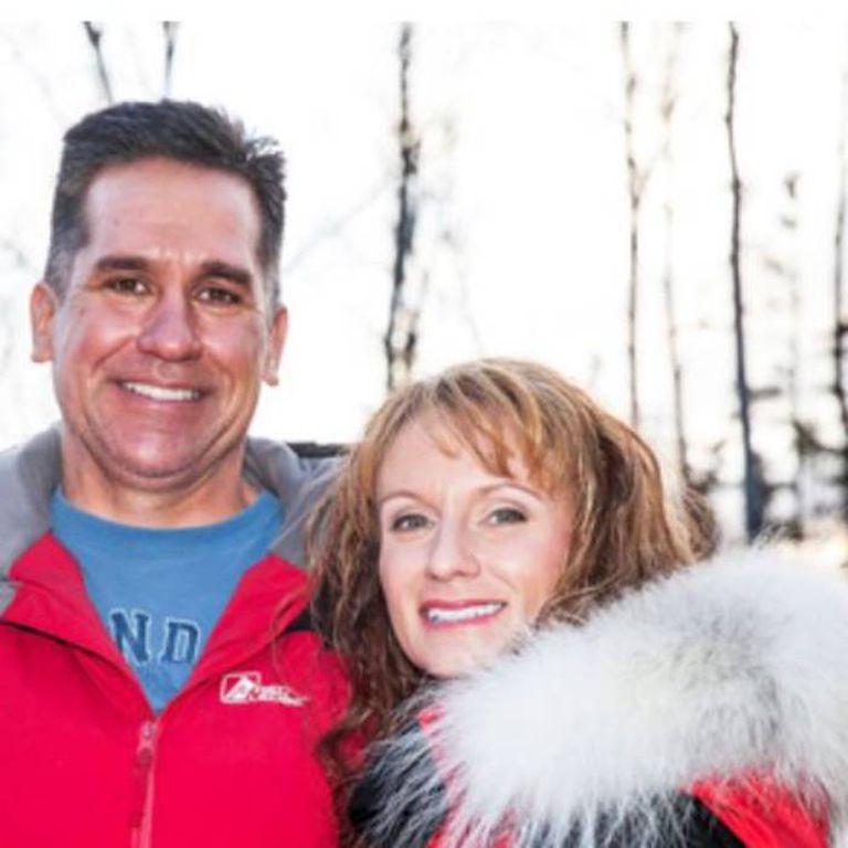 Oefelein y Shipman abandonaron sus empleos en 2008, se casaron en 2010 y viven en Alaska, donde tienen una página web dedicada a la literatura y a la educación