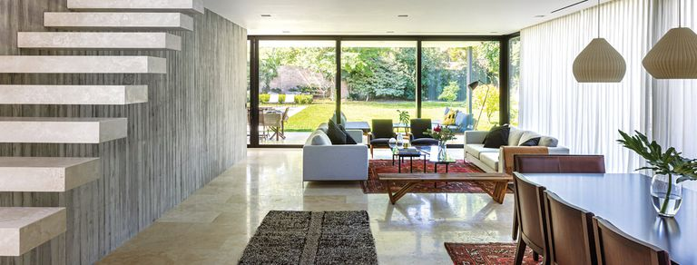 Caja de luz. Amplios espacios compartidos en una casa que se abre al exterior