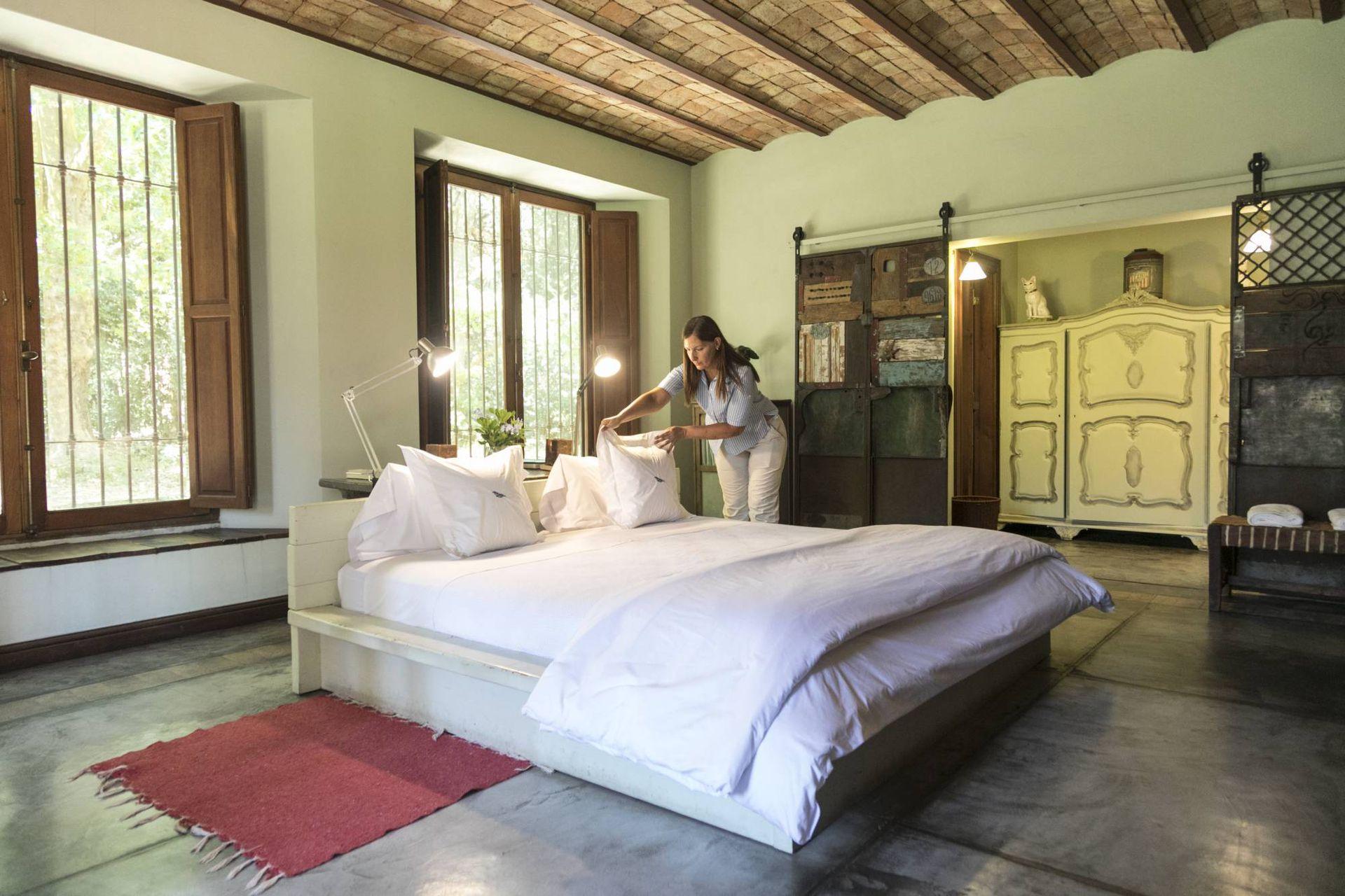 Una de las suites de La Bandada, la atmósfera soñada para descansar en grande.