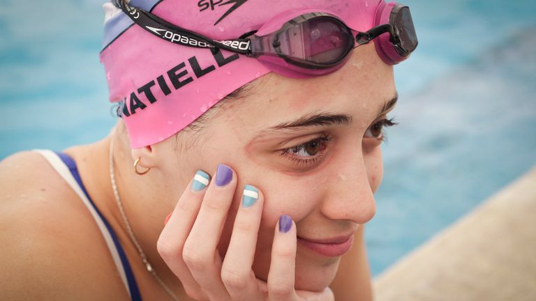 Las uñas de Pignatiello, con los colores que defendió ante las mejores del orbe