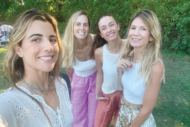 Clara Ferraiuelo junto a Agustina Wernicke, Ángeles Pedreira y Rosario Oyhanarte