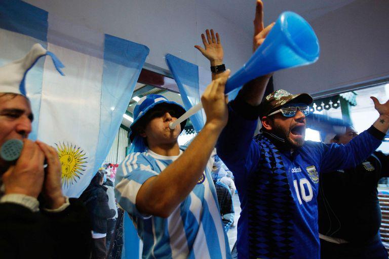 Cuáles son las alternativas para ver los partidos del Mundial en horario de oficina o fuera de casa