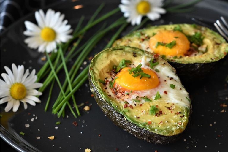 Palta al horno con huevo