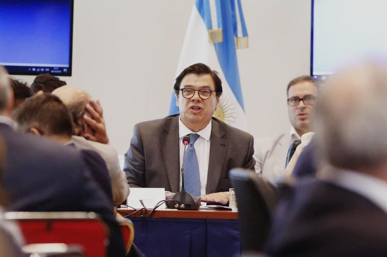 El ministro de Trabajo, Claudio Moroni, defendió en Diputados el proyecto de ley que envió el Gobierno