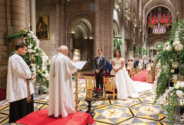 Un momento de la ceremonia oficiada por el padre César Penso, capellán del Palacio del Príncipe.