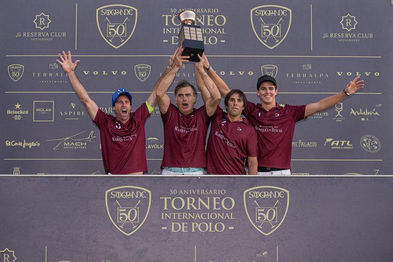 Guillermo Caset, Alejandro Aznar, Santiago Cernadas y Cruz Heguy, los campeones de la Copa de Oro 50º Aniversario; el circuito español de alto handicap cumplió medio siglo.