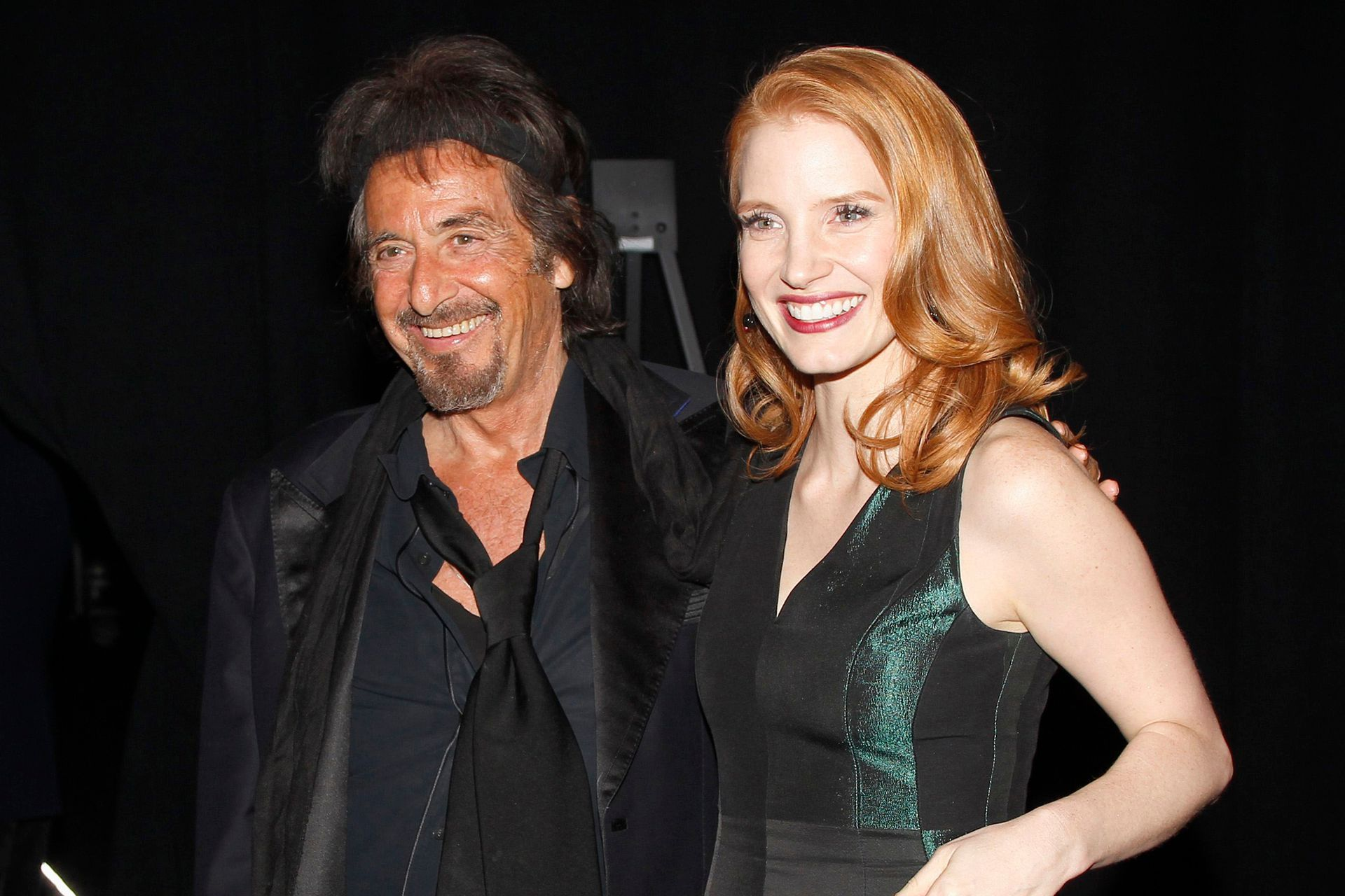 Junto a la actriz Jessica Chastain en el backstage de la 23ª Gala Anual del Festival Internacional de Cine de Palm Springs en California, en enero de 2012