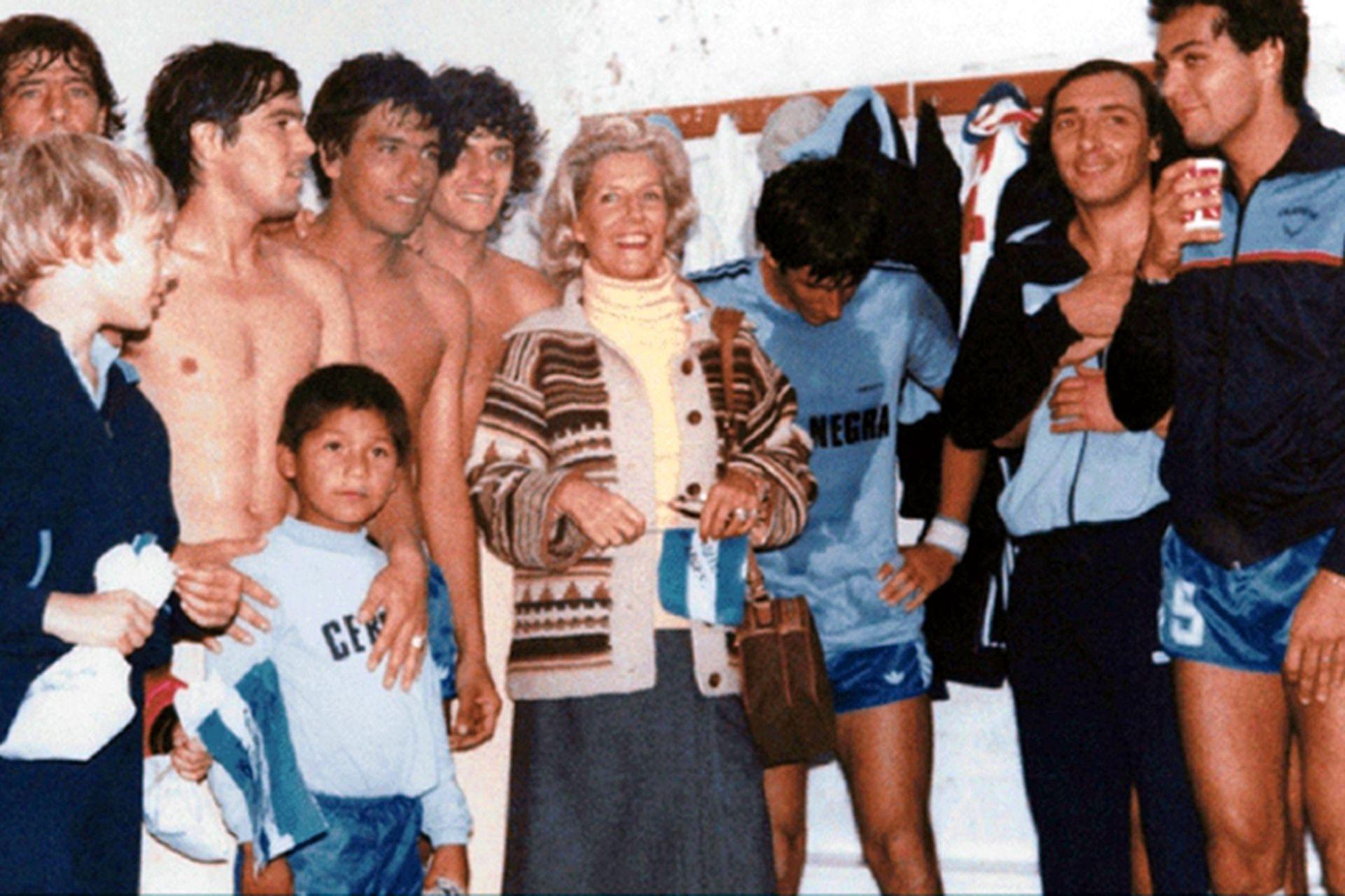 La conducción del Club Social y Deportivo Loma Negra, después de ganar el campeonato Mayor de la Liga en 1980, decidió pegar el salto y solicitar apoyo económico para afrontar el torneo Regional del año siguiente;  Amalita Fortabat solventó los gastos a través de su fundación