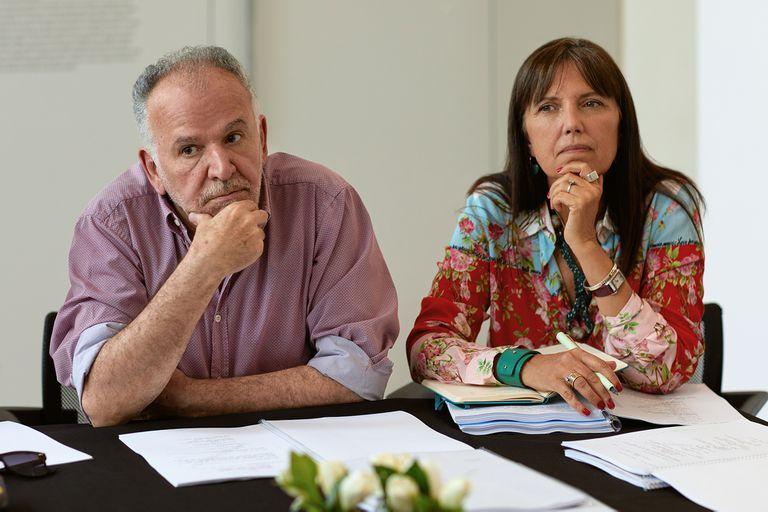 Marcelo Piñeyro y Claudia Piñeiro en la foto que anunciaba el inicio de producción de El reino