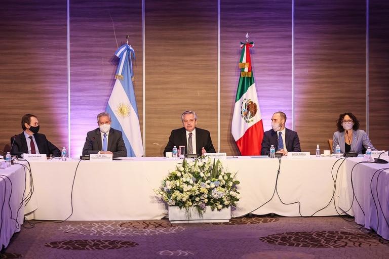 Beliz, Solá, Fernández, Guzmán y Todesca, durante la reunión con empresarios mexicanos