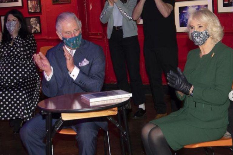 Después de cinco años a su servicio, se despide el secretario de comunicaciones del príncipe y de Camilla: la cara oculta detrás de la popularidad de la pareja