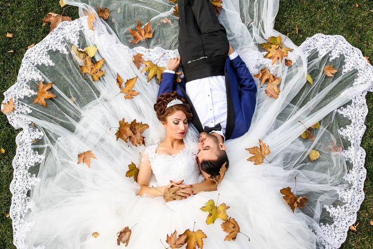 Según Tom Griffiths y Brian Christian, la edad perfecta para casarse son los 26 años